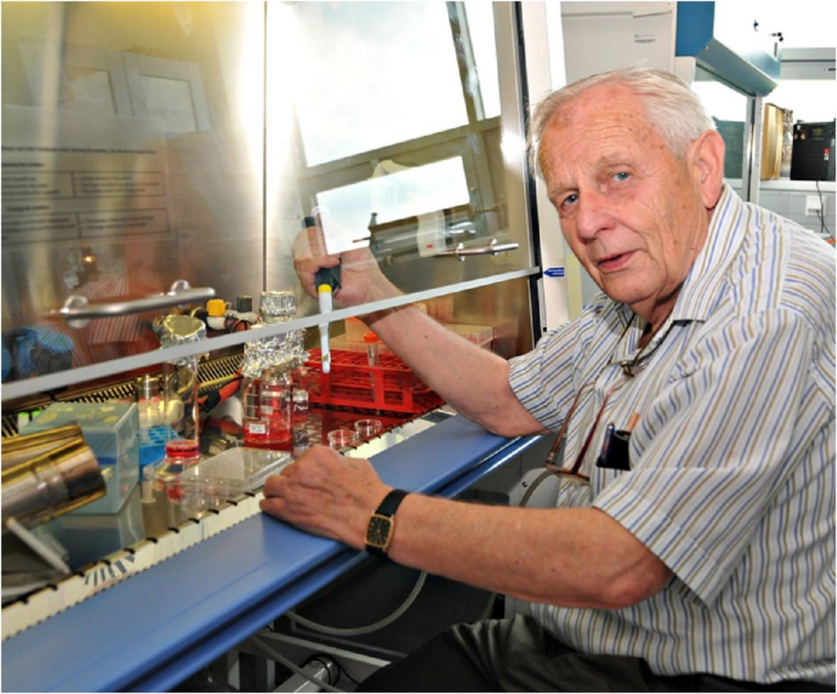 Retrovirolog prof. Jan Svoboda