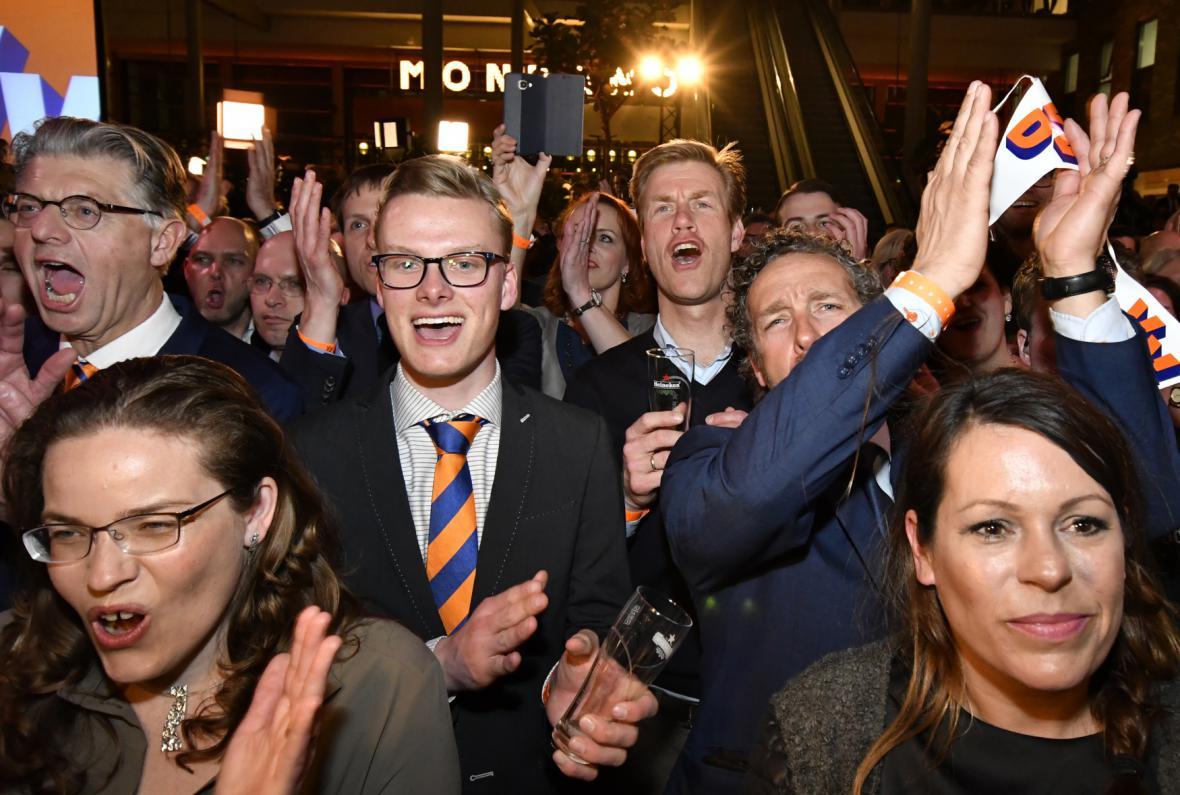 Radost příznivců vítězné strany VVD