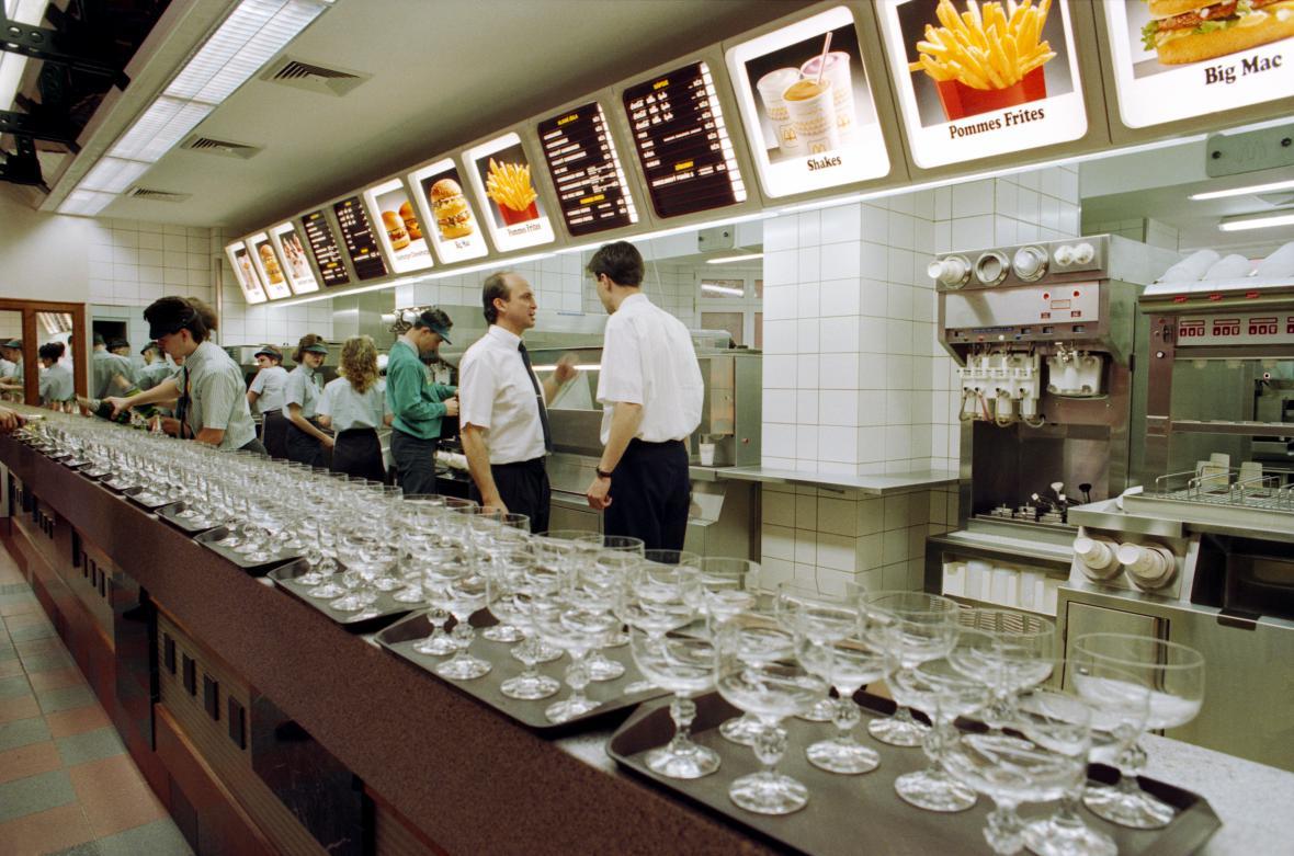 Otevření první pobočky McDonald's ve Vodičkově ulici