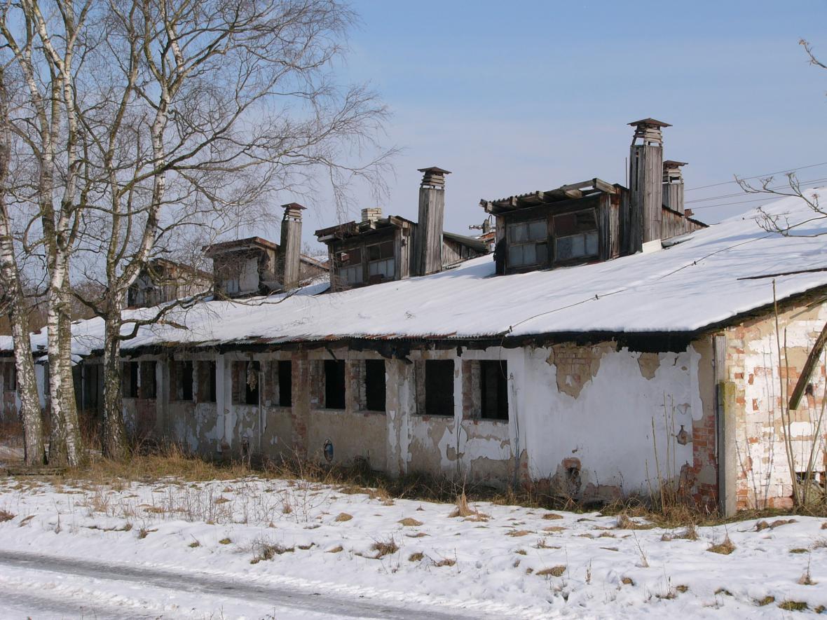 Stav chátrajícího areálu v Bzenci před stavbou