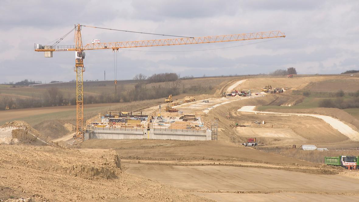 Stavba dálnice z Vídně do Brna u rakouských hranic