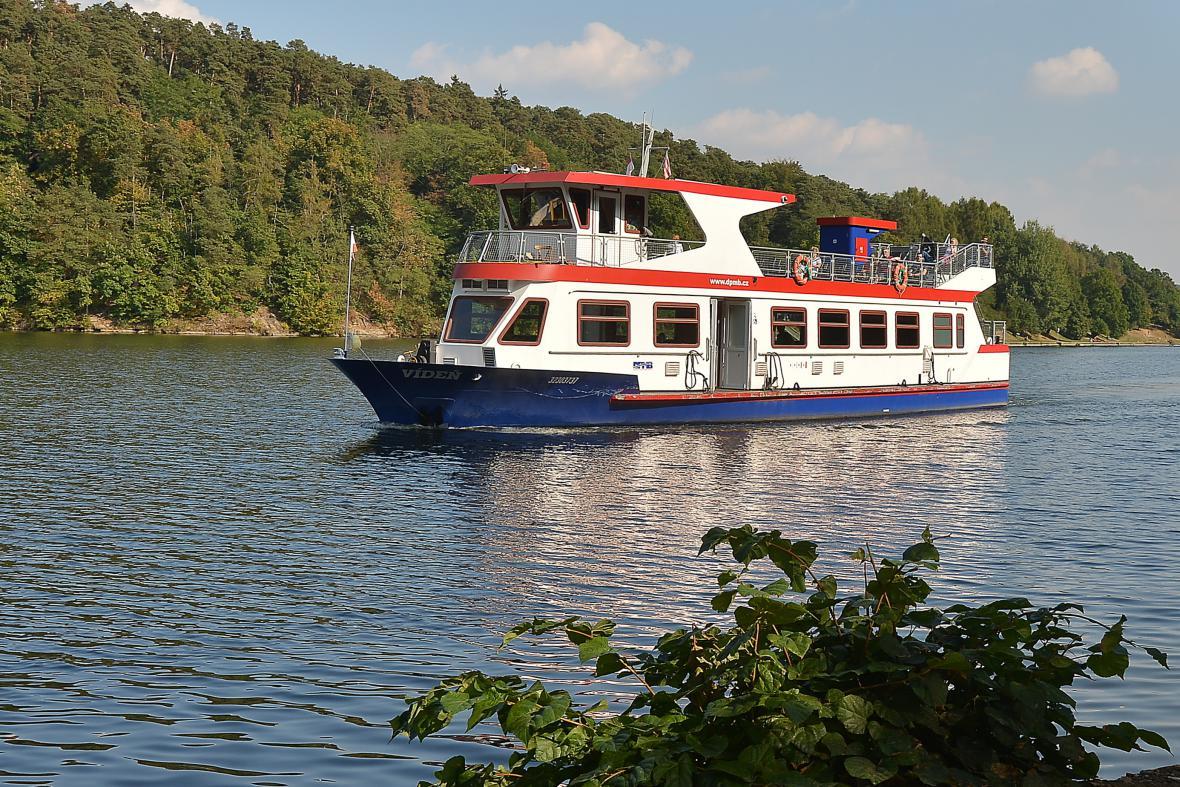 První dopravní lodě vyplují na přehradu na konci dubna