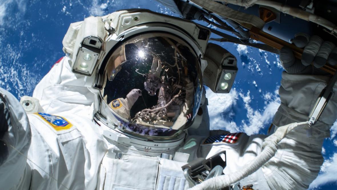 Výstup z ISS