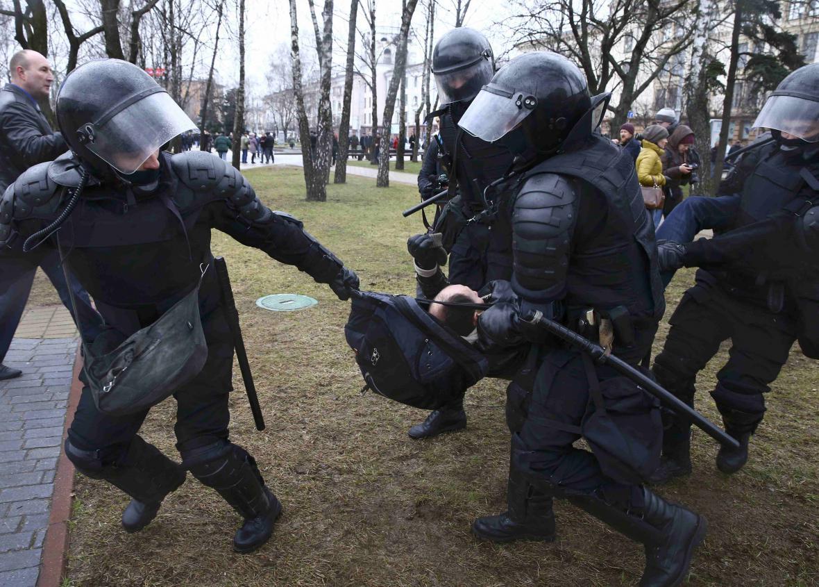 Běloruská policie zakročila proti demonstrantům