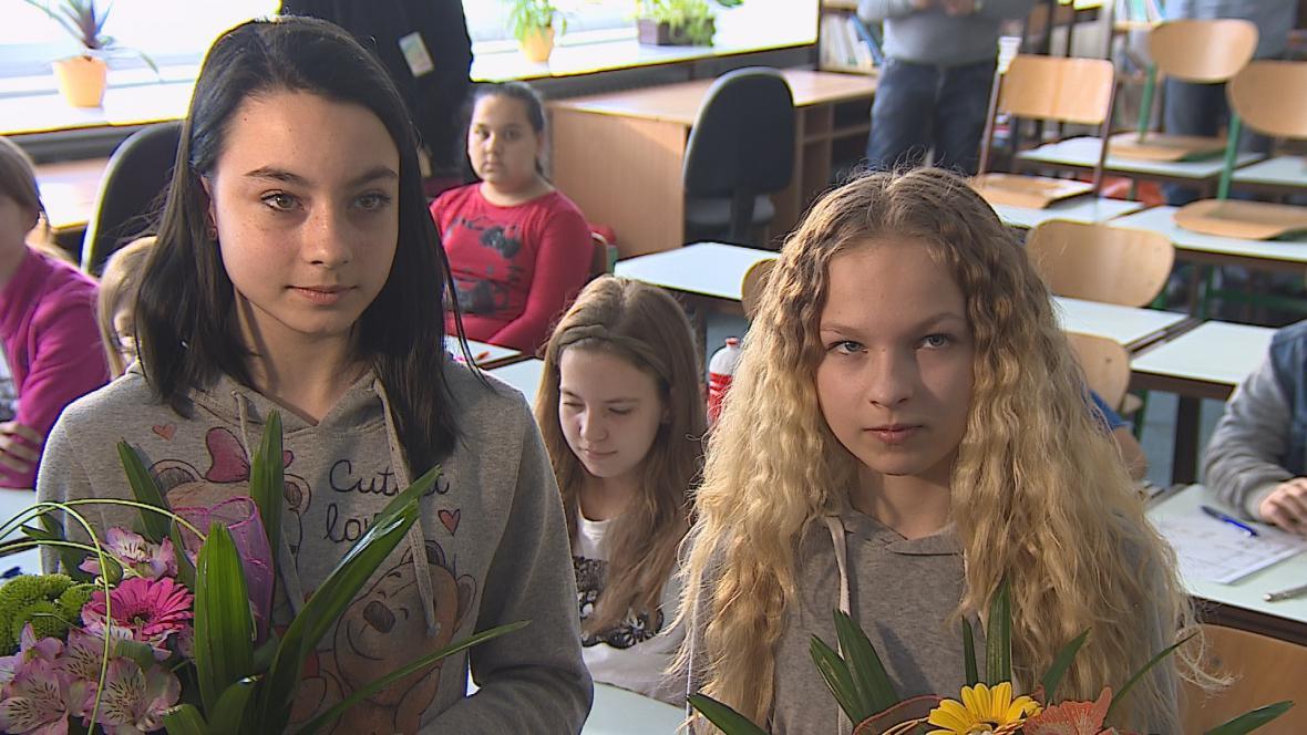 Dvanáctiletá Izabela Jefimova a jedenáctiletá Sára Bukovská