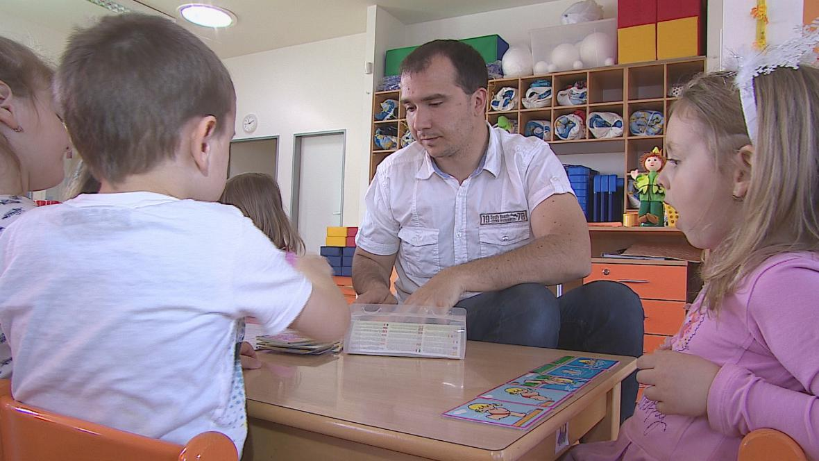 Učitel ve školce Petr Šádek by svoji práci nevyměnil