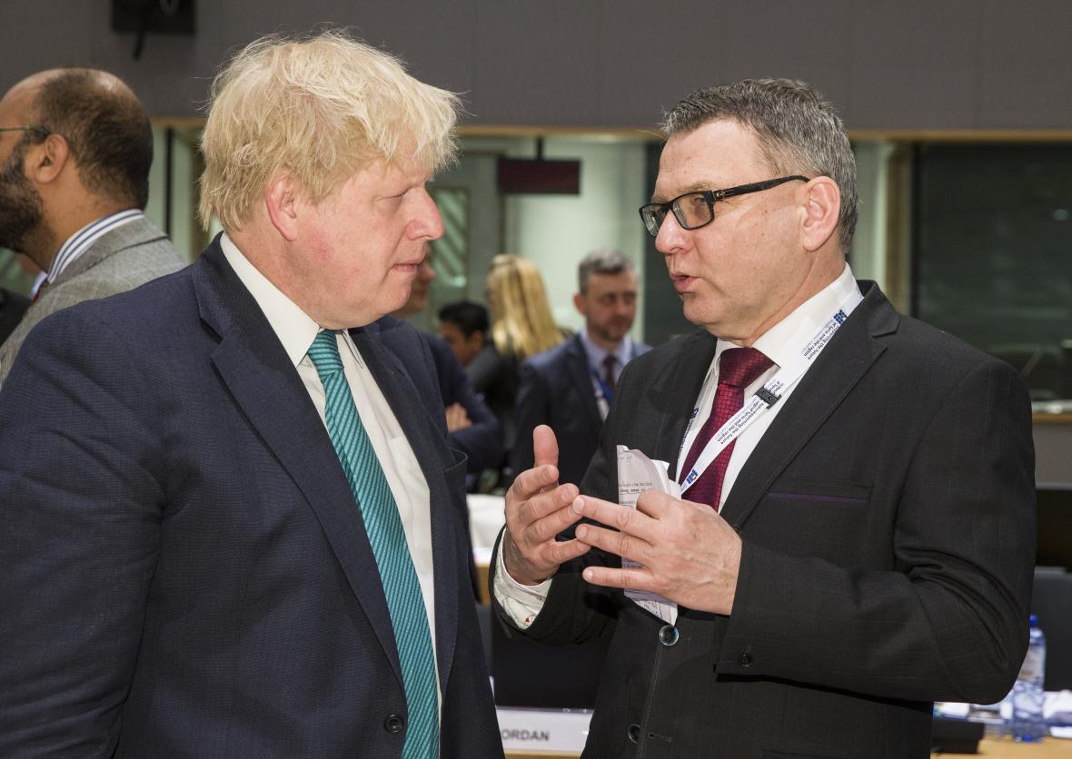 Boris Johnson a Lubomír Zaorálek při společném jednání