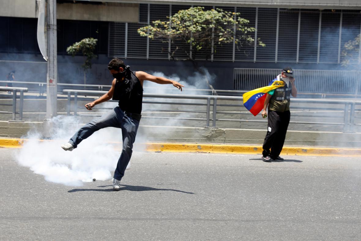 Venezuelské demonstrace na podporu předáka opozice Caprilese