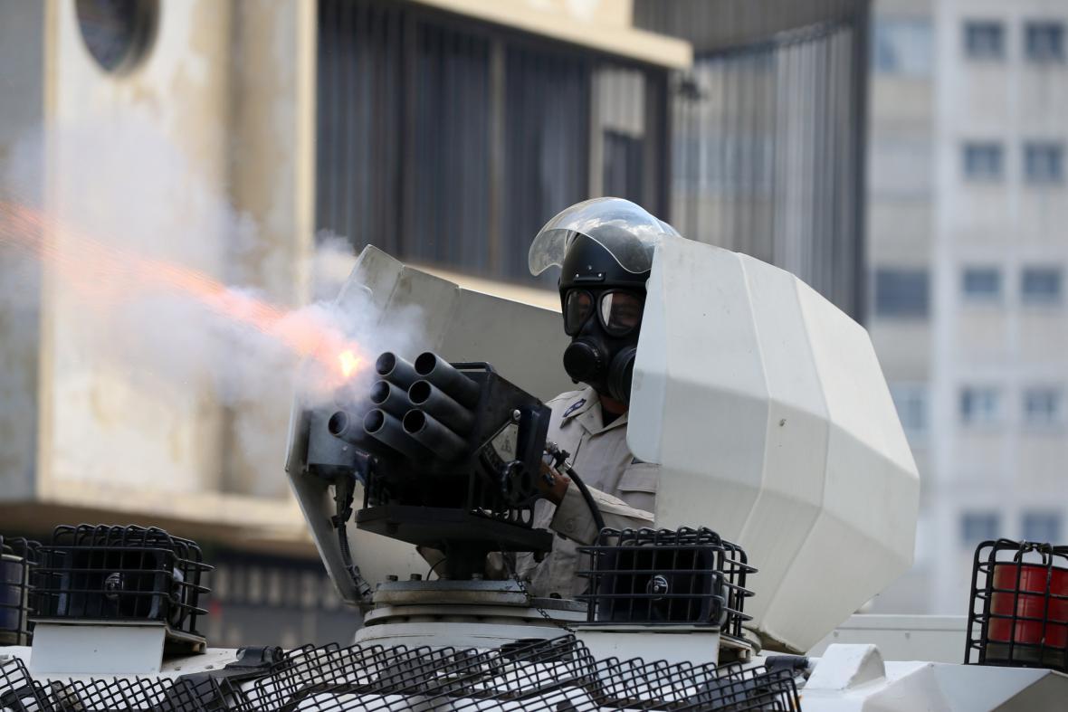 Policie použila proti demonstrantům slzný plyn