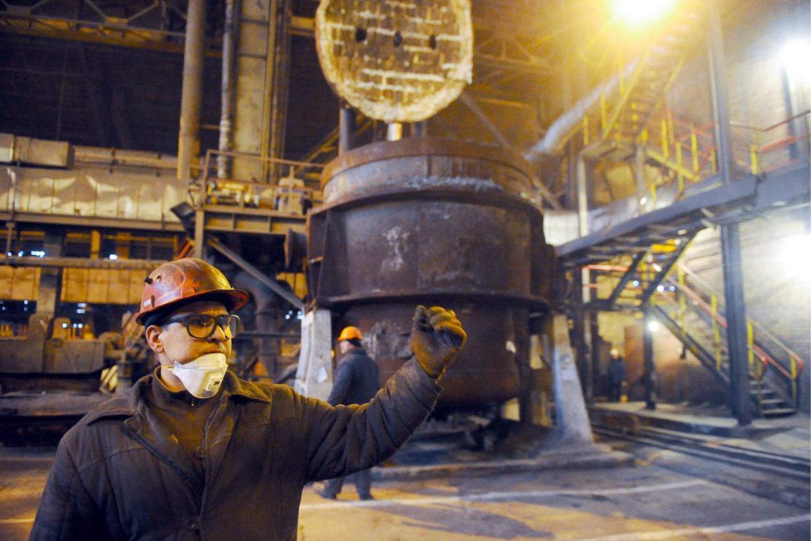 Doněcké hutě zastavily produkci oceli kvůli železniční blokádě