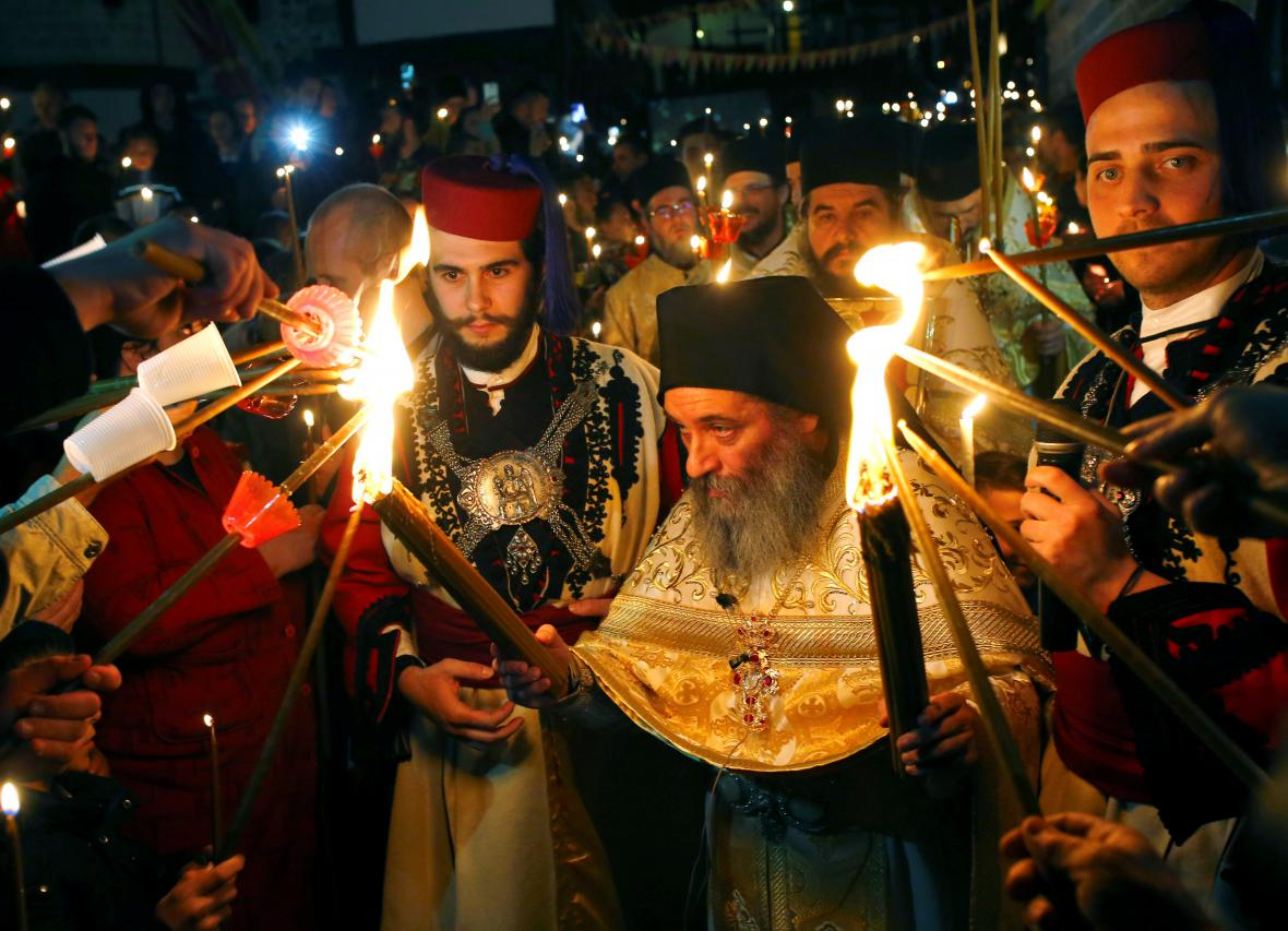 Pravoslavný kněz při bohoslužbě v Makedonii