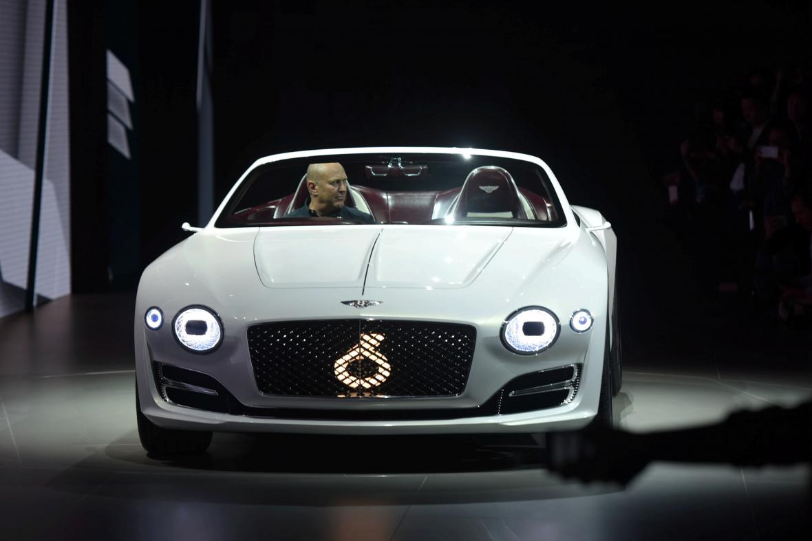 Elektromobil Škoda Vision E má v Šanghaji svou světovou premiéru. Dojezd 500 km, autonomní řízení 3. úrovně, max. rychlost 180 km/hod.