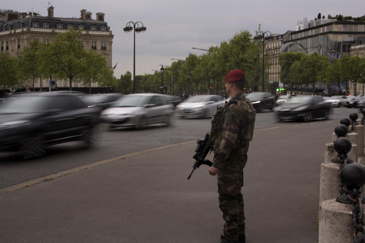 Na francouzské volby dohlíží 7 tisíc vojáků