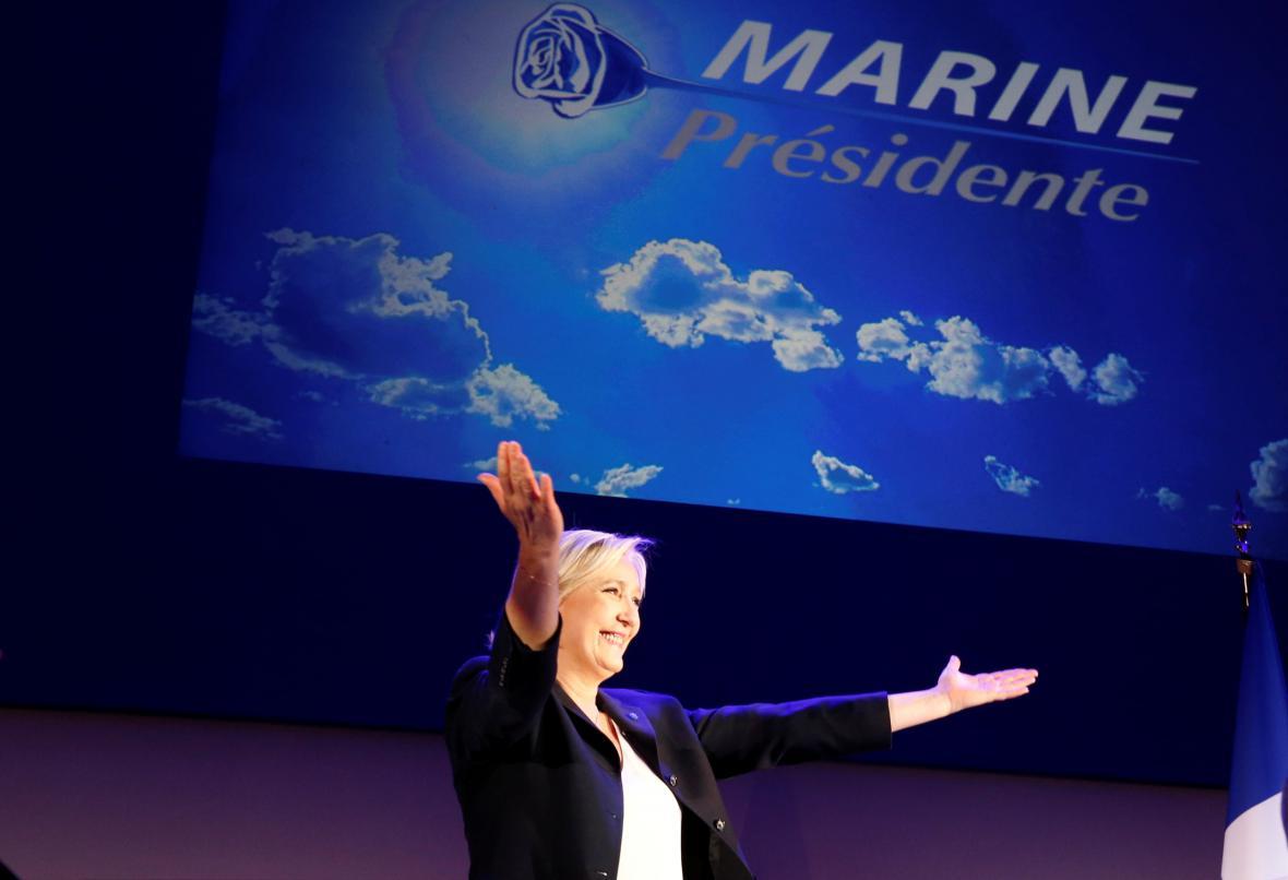 Marine Le Penová postoupila do závěrečného klání o Elysejský palác