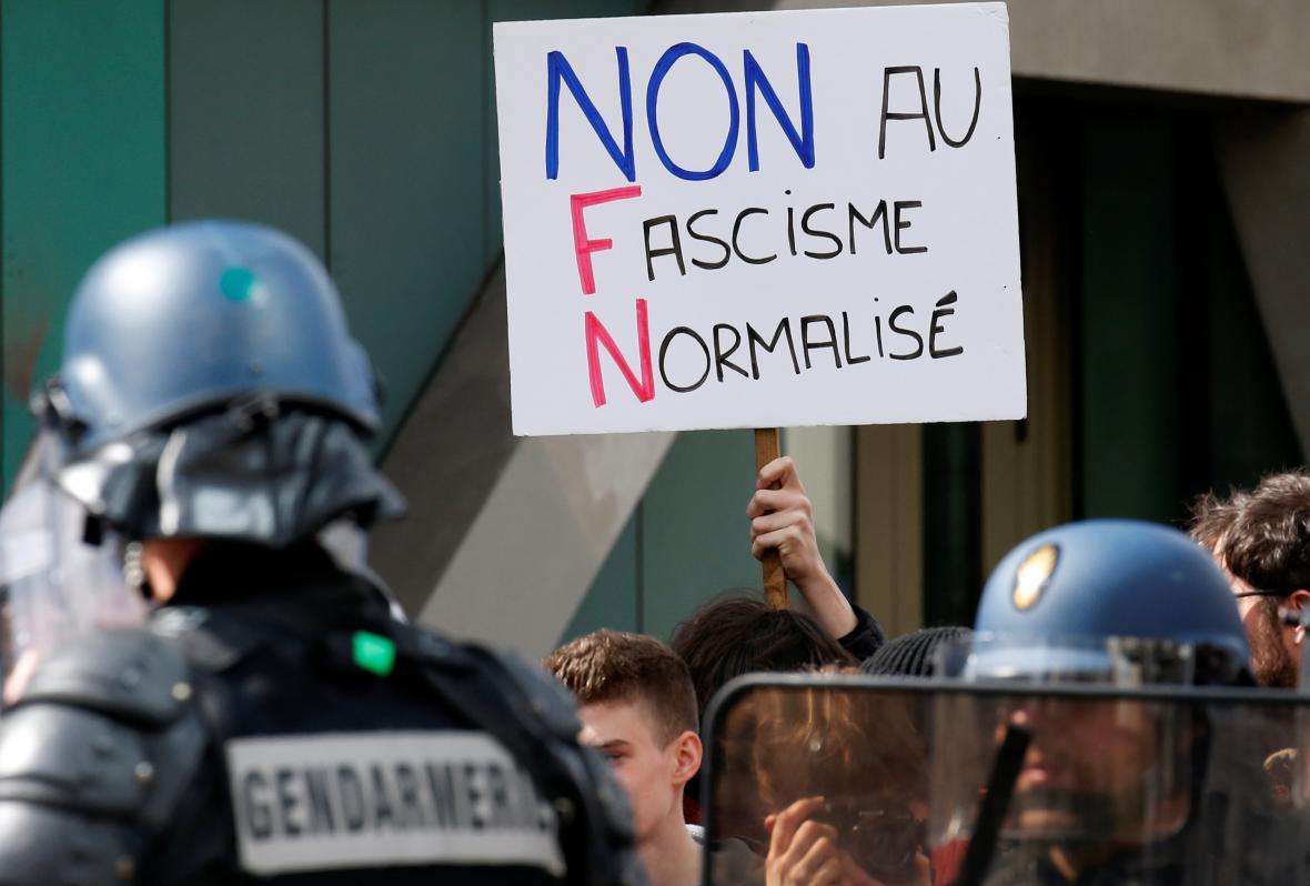 Odpůrci Le Penové