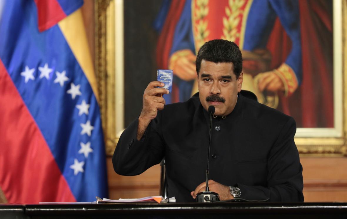 Prezident Nicolás Maduro s miniverzí venezuelské ústavy
