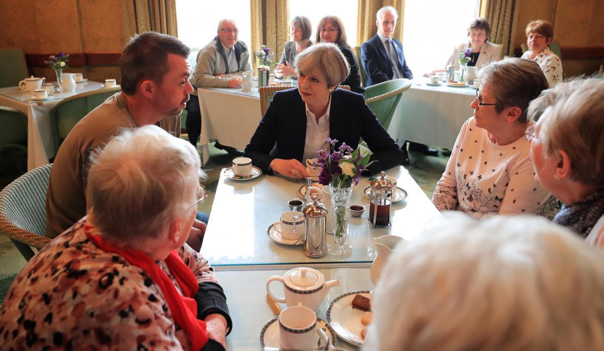 Lídři stran sbírají podporu napříč Británií