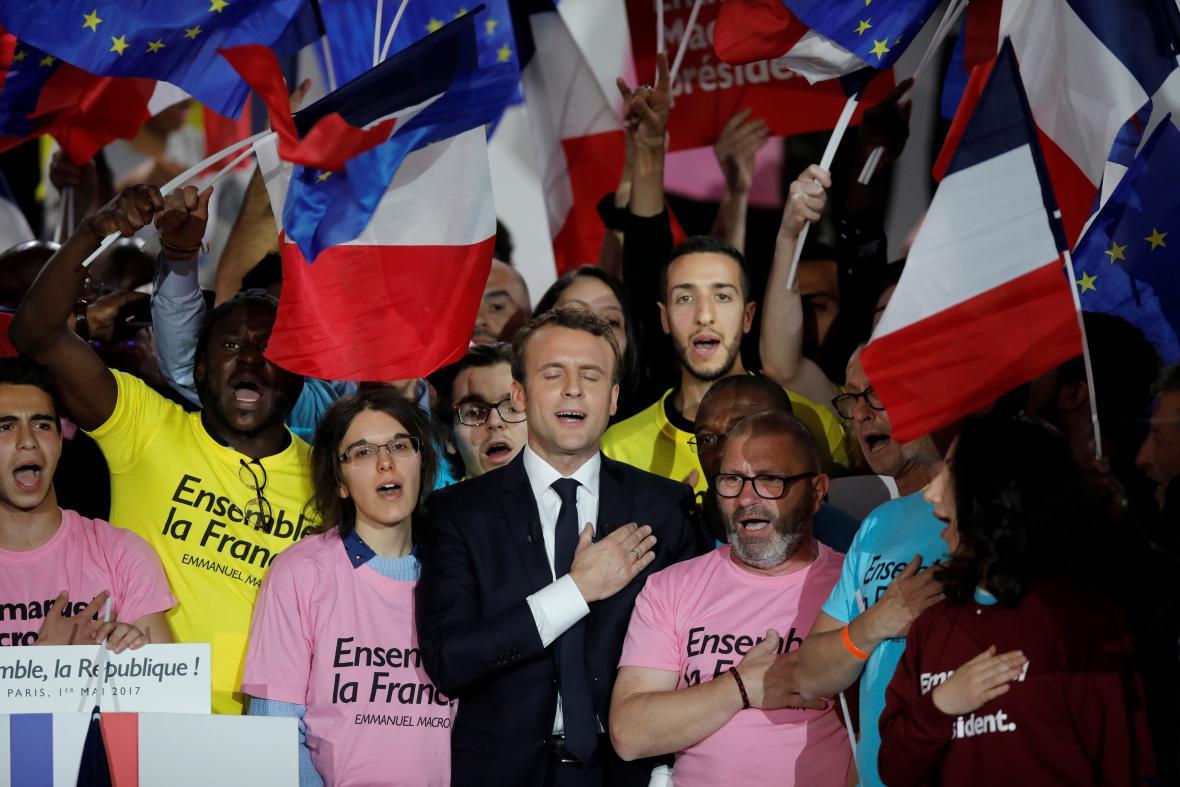 Macron a Le Penová: Poslední šance pro sběr podpory