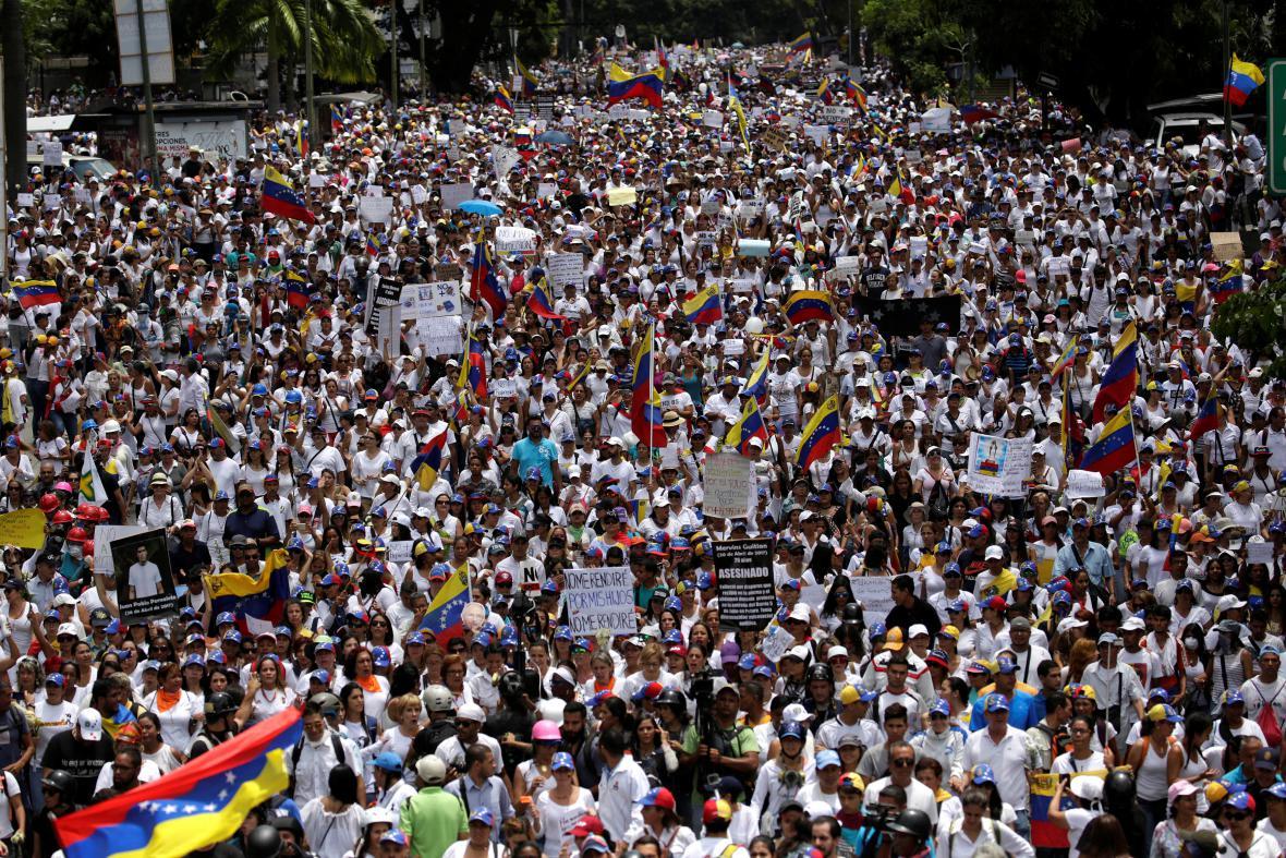 Protivládní pochod žen v Caracasu