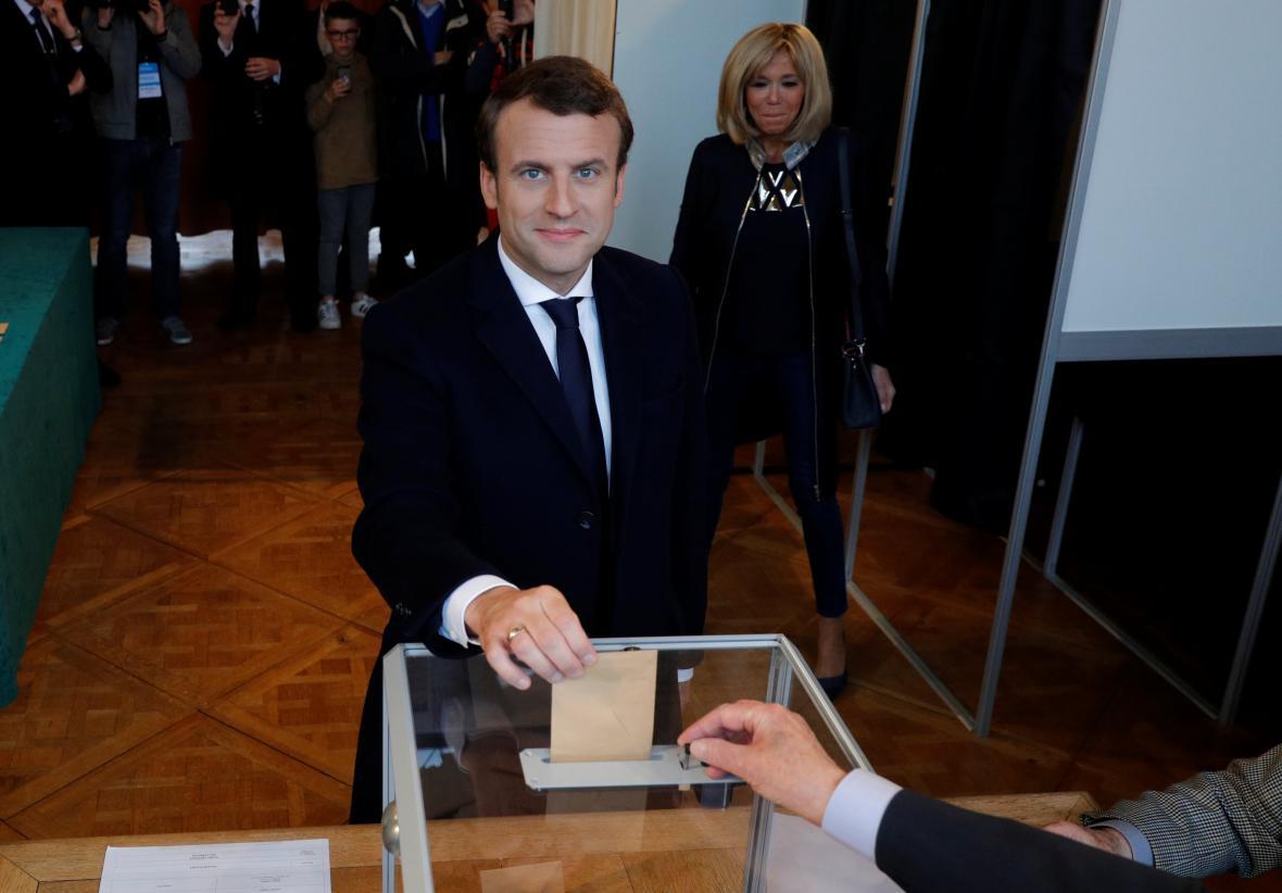 Emmanuel Macron hlasoval v přímořském letovisku Le Touquet