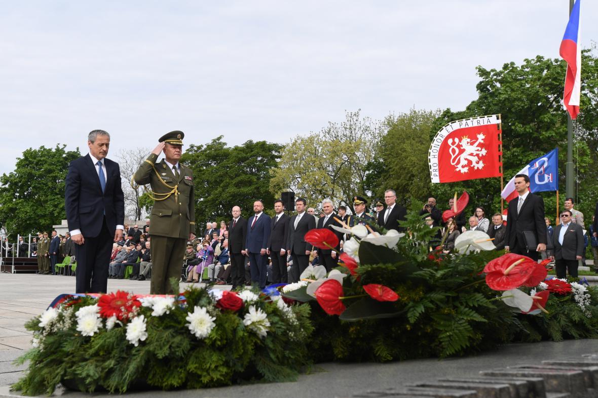 Pietní akt na pražském Vítkově při příležitosti 72. výročí konce války