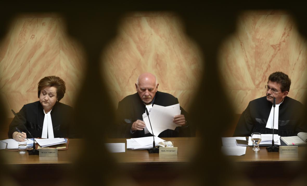 Plénum Ústavního soudu jedná o zrušení zákona
