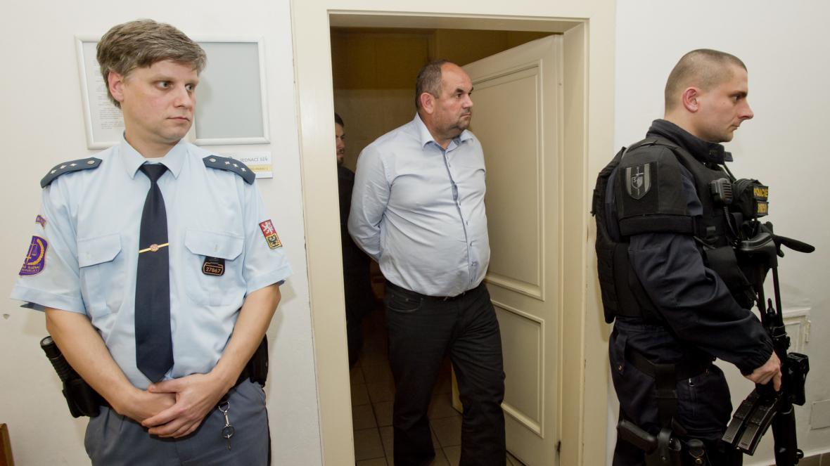 Předseda FAČR Miroslav Pelta u Obvodního soudu pro Prahu 1