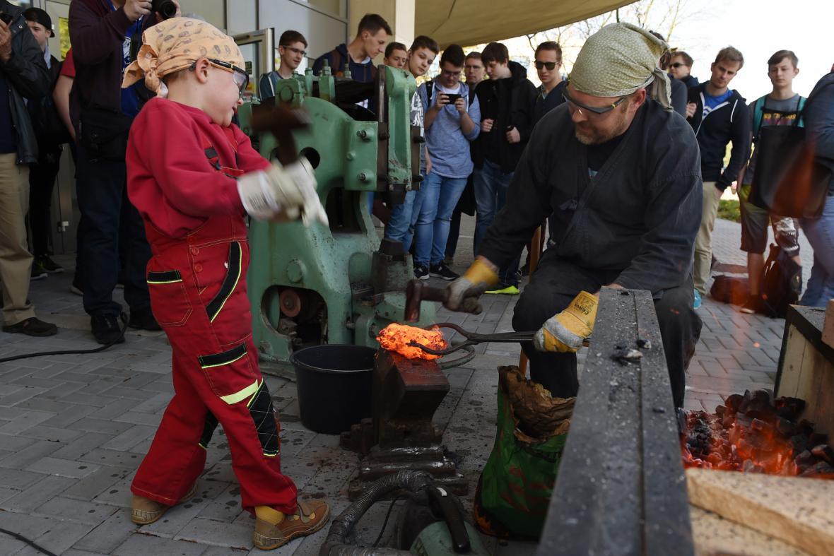 Výroba železa a posléze i meče