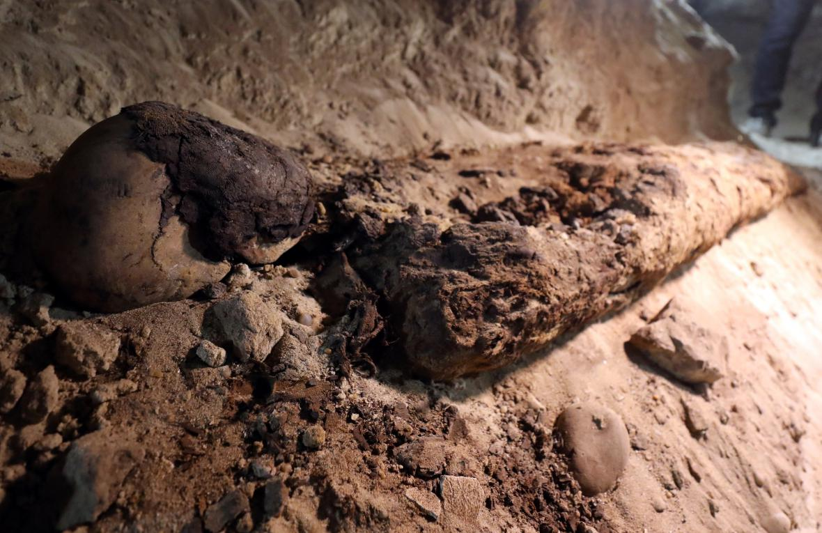 Egyptologové našli neznámé katakomby plné mumií