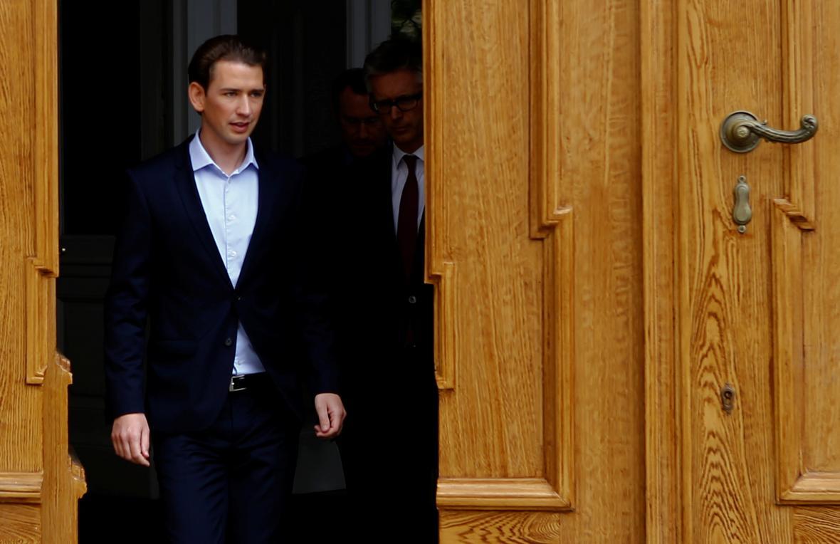 Sebastian Kurz odchází po jednání s rakouským prezidentem Alexanderem van der Bellenem