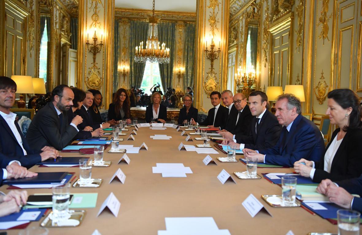 První zasedání francouzské vlády