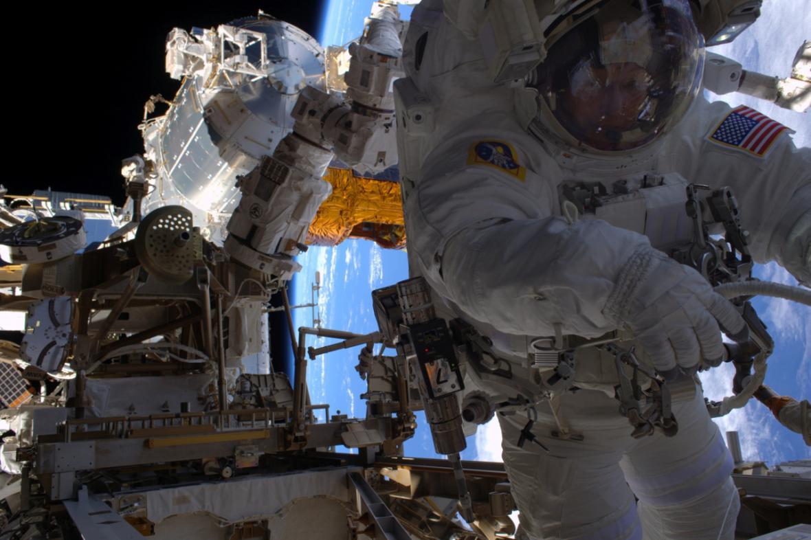 Peggy Whitsonová na vesmírné procházce