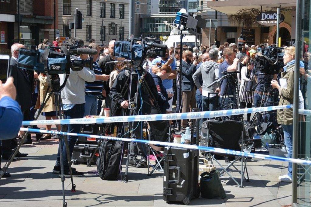 Televizní štáby v blízkosti místa činu