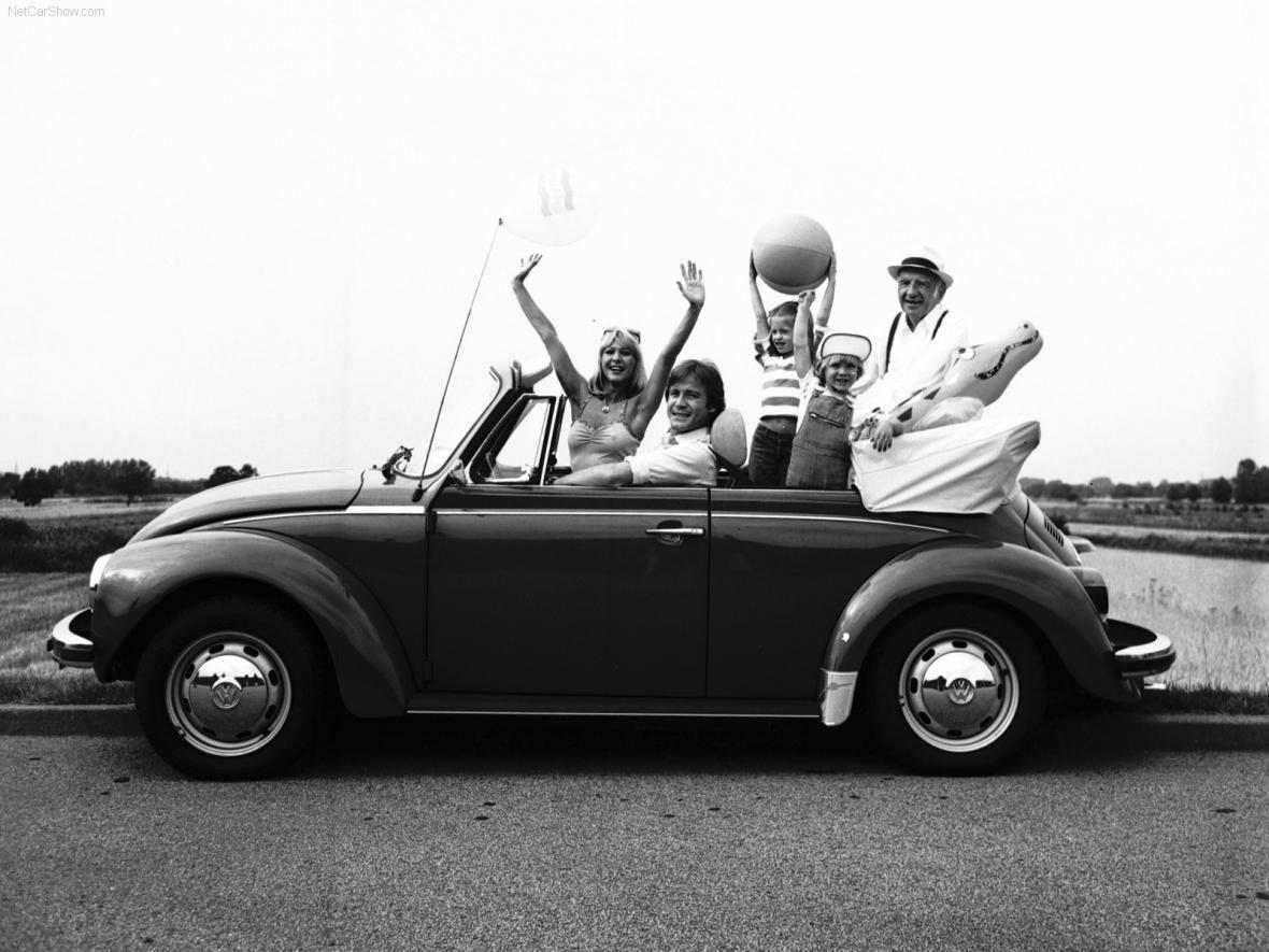 """Prototyp prvního osobního vozu automobilky Volkswagen byl na světě už v roce 1932. Volkswagen Typ 1 (později známý jako Brouk) vyvíjel od roku 1931 Ferdinand Porsche a německý výrobce motocyklů Zündapp jako  """"Auto für Jedermann"""" - auto pro každého."""