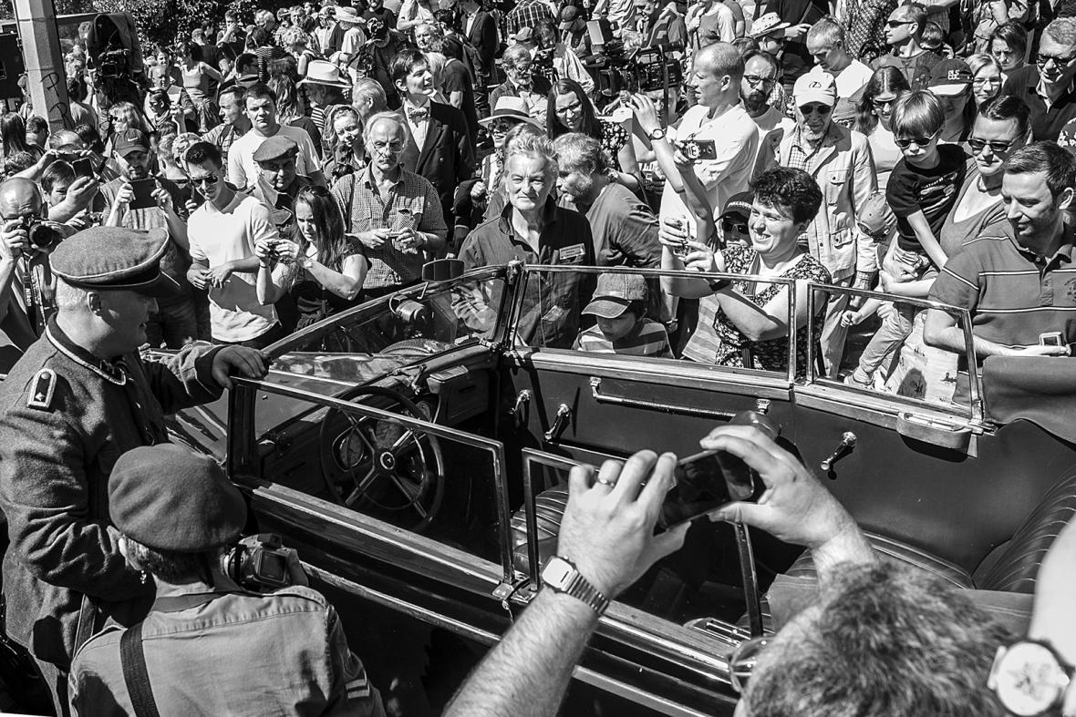 Po 75 letech Gabčík a Kubiš znovu v Praze zaútočili na Heydricha