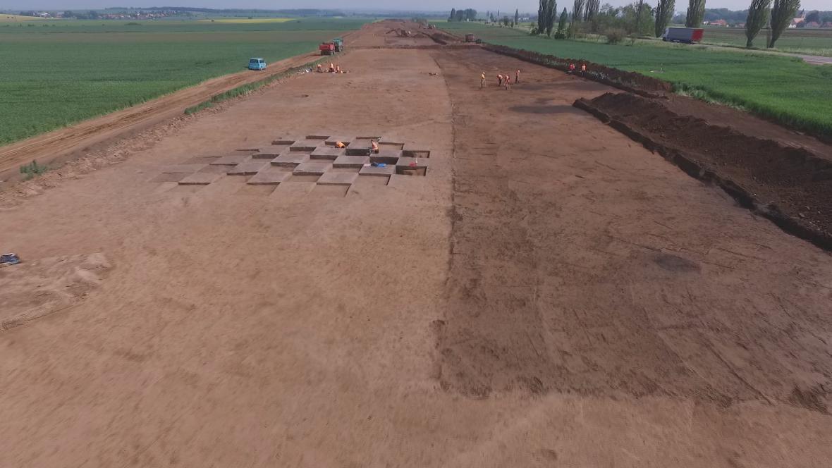 Archeologické práce v místě budoucího pokračování D11