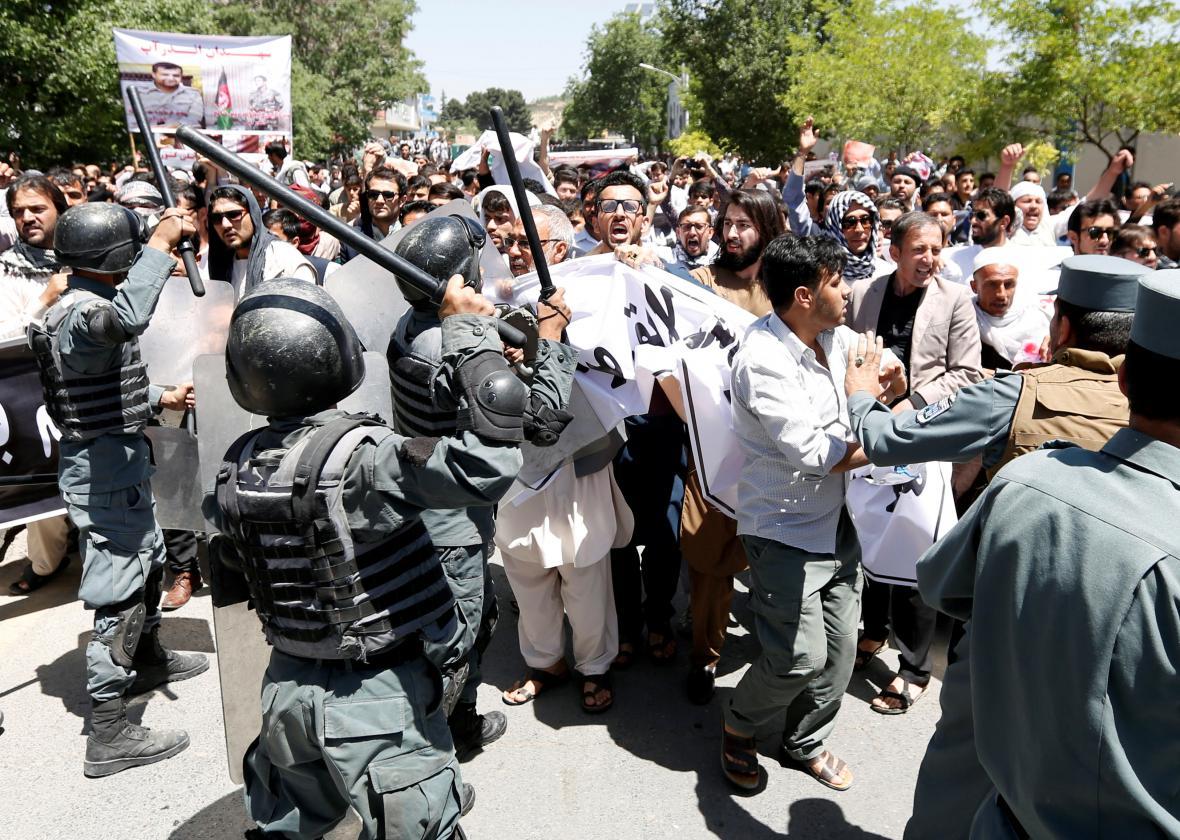 Páteční demonstraci proti vládě rozháněla policie