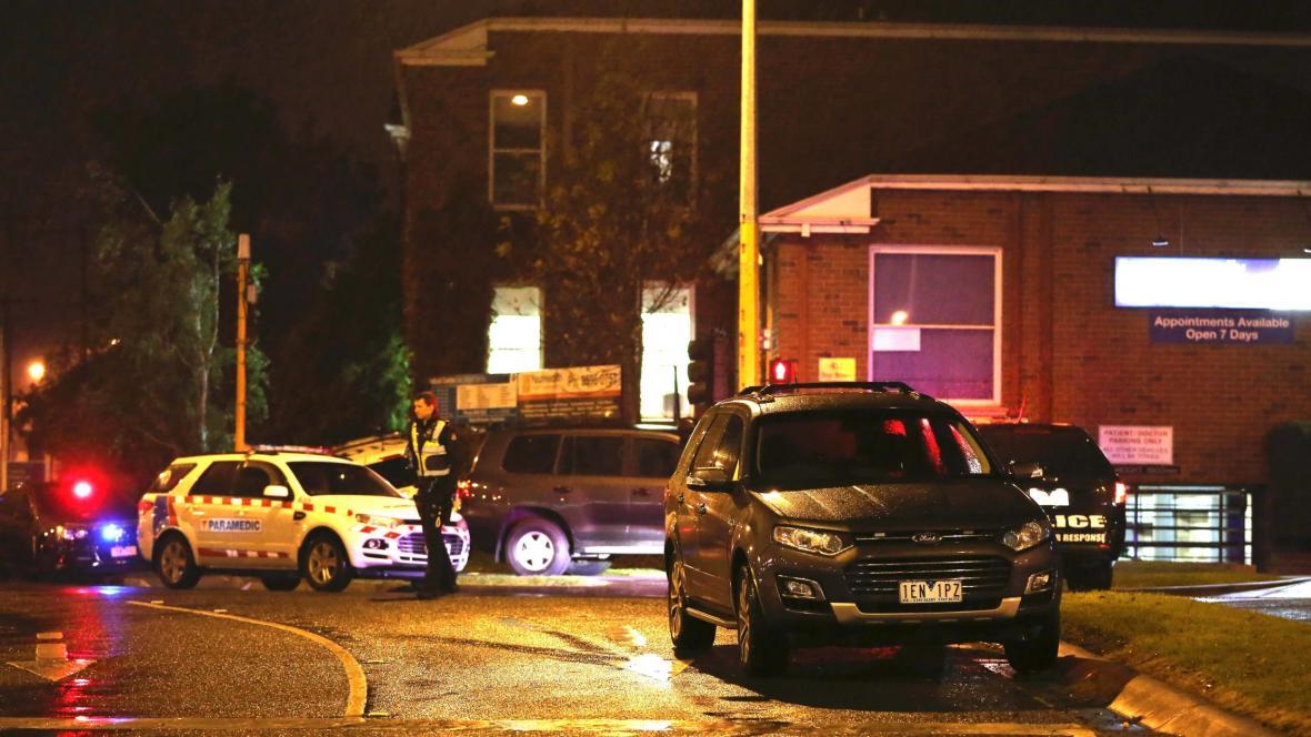 Zásah policie a záchranných složek v Melbourne