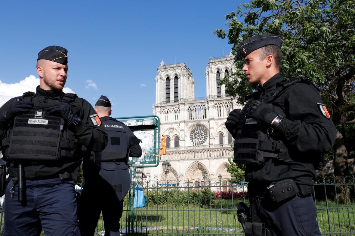 Hlídky v úterý zhruba na dvě hodiny uzavřely kvůli incidentu okolí katedrály