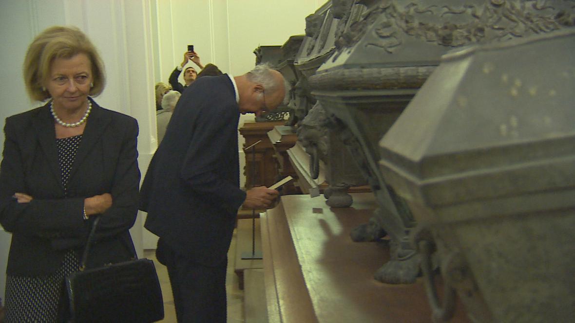 Uložení ostatků do hrobky v Mikulově