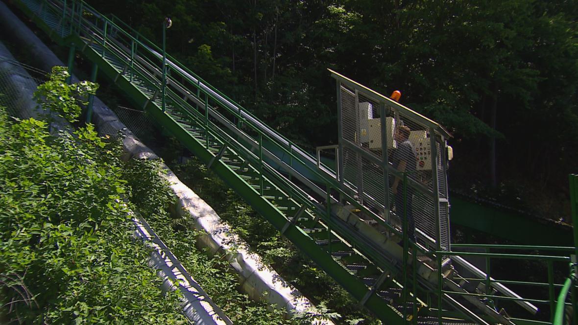 Unikátní plošina čerpá vodu z Vranova