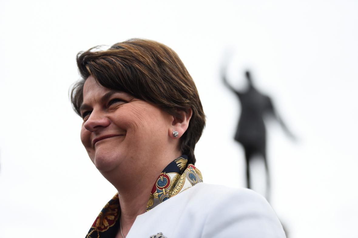 Šéfka severoirské Demokratické unionistické strany Arlene Fosterová.