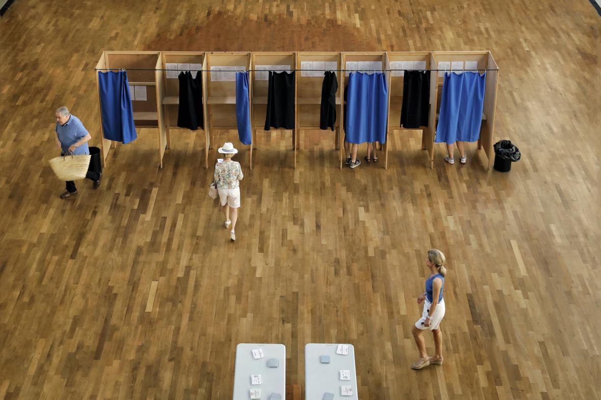 Volební místnost ve francouzském Lyonu
