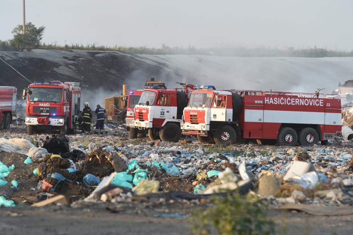 Požár skládky u Tušimic