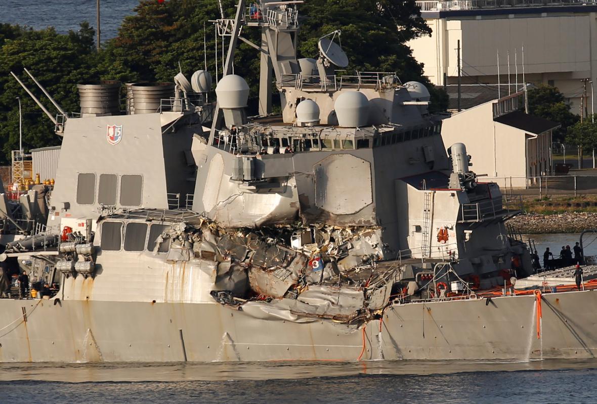 Americký torpédoborec Fitzgerald po srážce s japonskou lodí