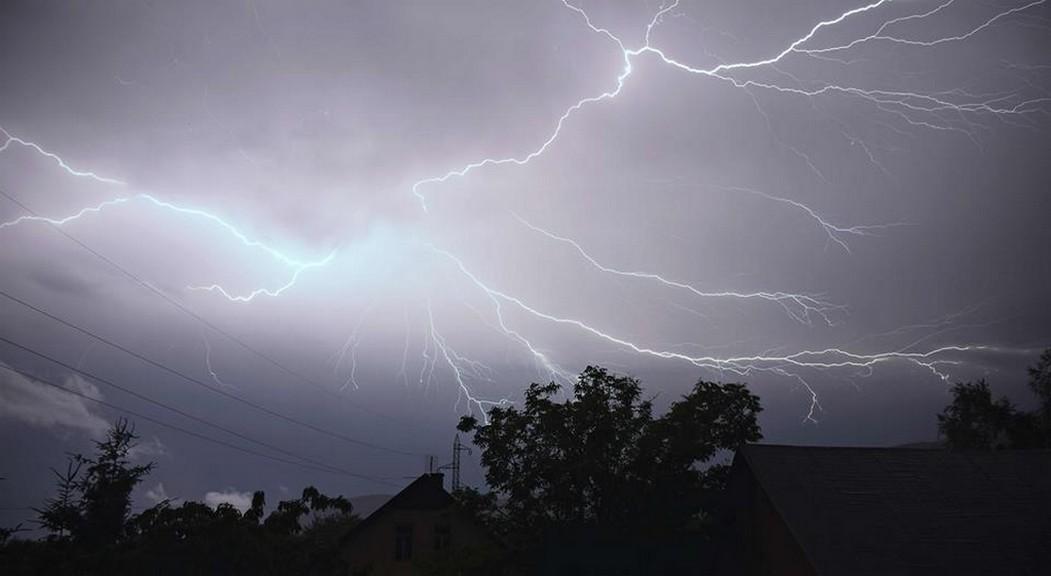 Noční bouřka nad Mosteckem
