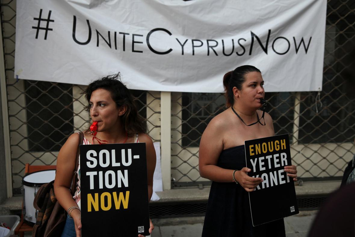 Zastánkyně sjednoceného Kypru. Rozdělení ostrova trvá již více jak čtyři desetiletí