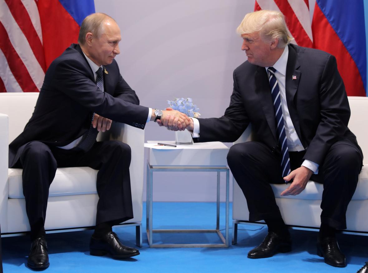 Putin se v Hamburku sešel s Trumpem k prvnímu společnému jednání