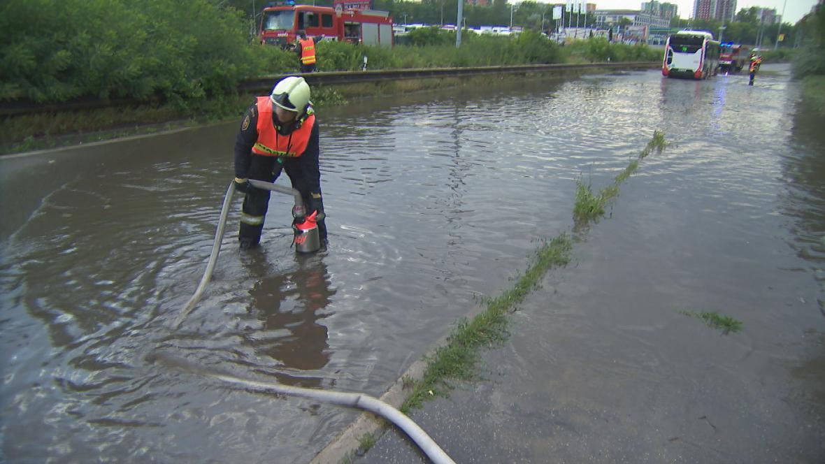 Hasiči v Brně likvidují následky bouřky