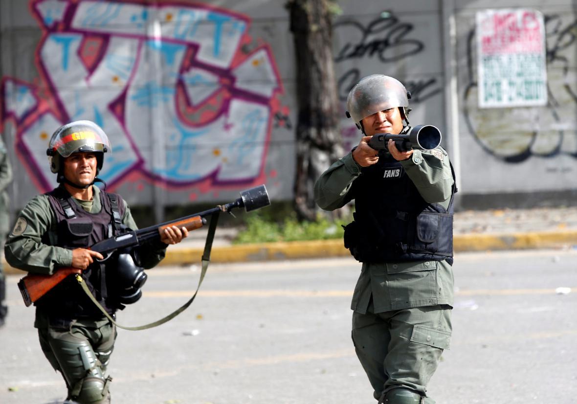 Venezuelské pořádkové jednotky zasahují proti demonstrantům
